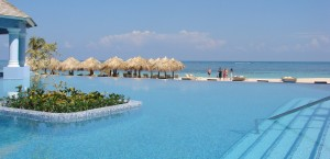 cropped-travis-paquin-dream-vacation-iberostar-grand-rose-hall-infinity-pool11.jpg