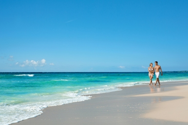 All-Inclusive-Resorts-Mexico-Riviera-Maya-Dreams-resorts-dreams-tulum-our-travel-team-travel-agency-springfield-missouri-DRETU_EXT_Couple_Beach2_2