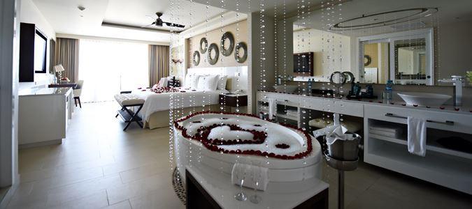 All-Inclusive-Resorts-Royalton-Resorts-Royalton-Riviera-Cancun-Our-Travel-Team-Travel-Agency-Springfield-Missouri-rvmroyr_a05